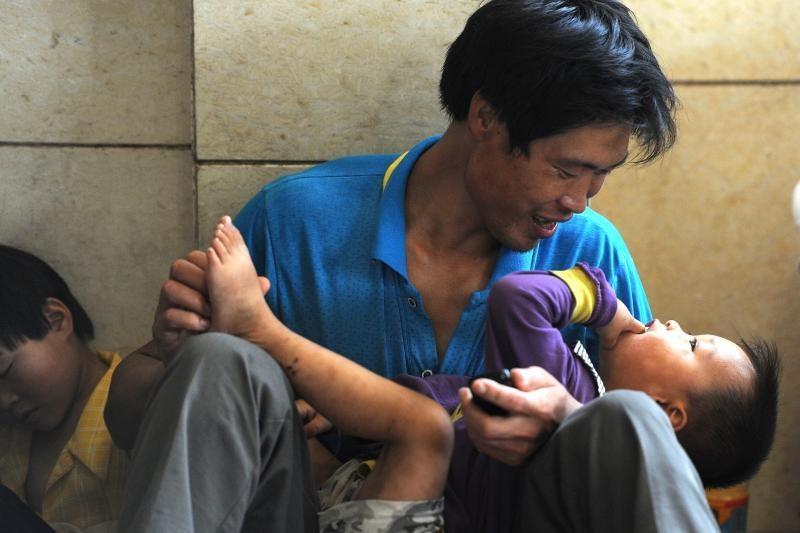 Naujas įstatymas įpareigoja kinus lankyti savo tėvus