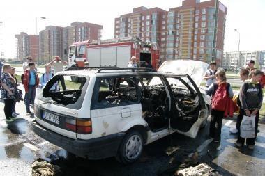 Klaipėdoje liepsnojo automobilis