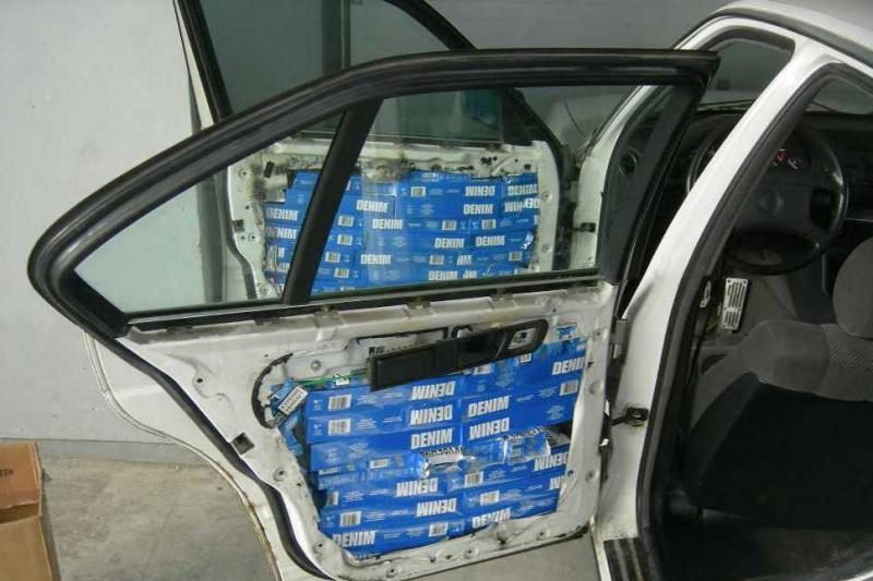 Vilniuje 720 pakelių baltarusiškų cigarečių gabeno policininkas