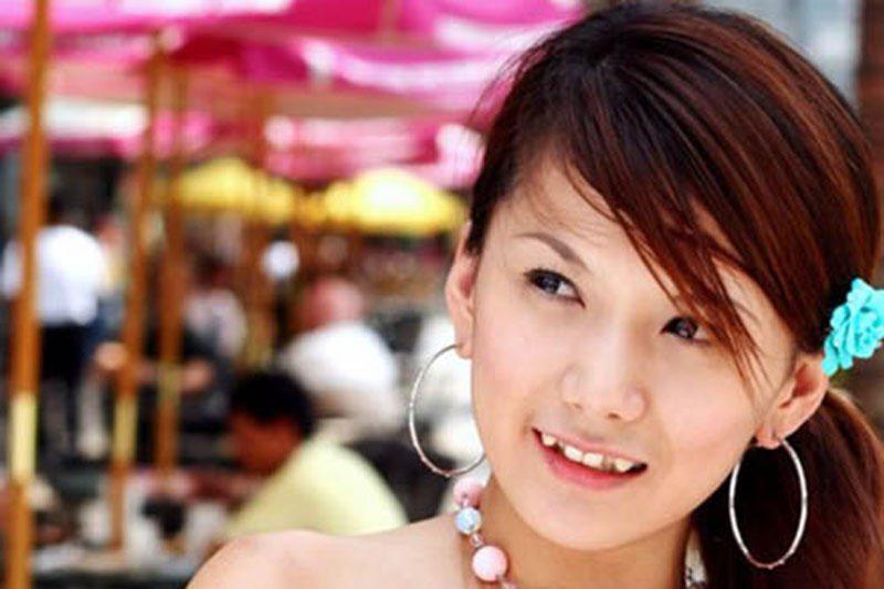 Grožis Japonijoje: mergaitės kreivais dantimis - patrauklesnės