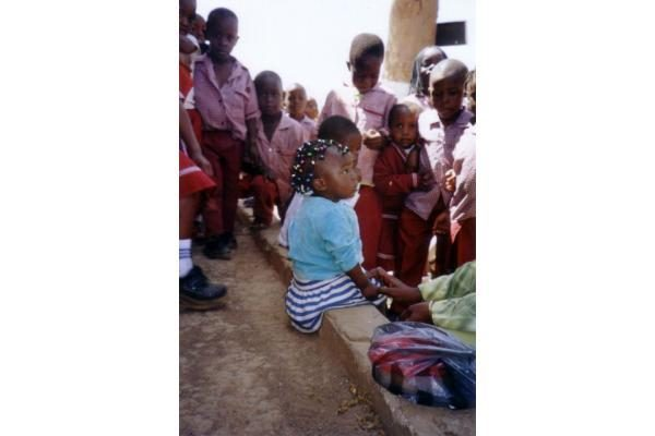 """Zambijos našlaičiai svajoja apie nuosavą """"pilį"""""""