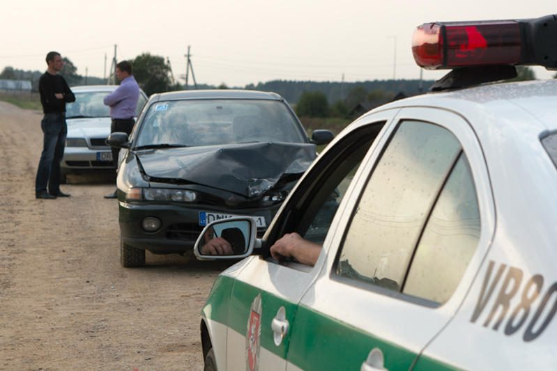 Vilniaus rajone mirtinai sužalotas automobilį kelyje remontavęs vyras