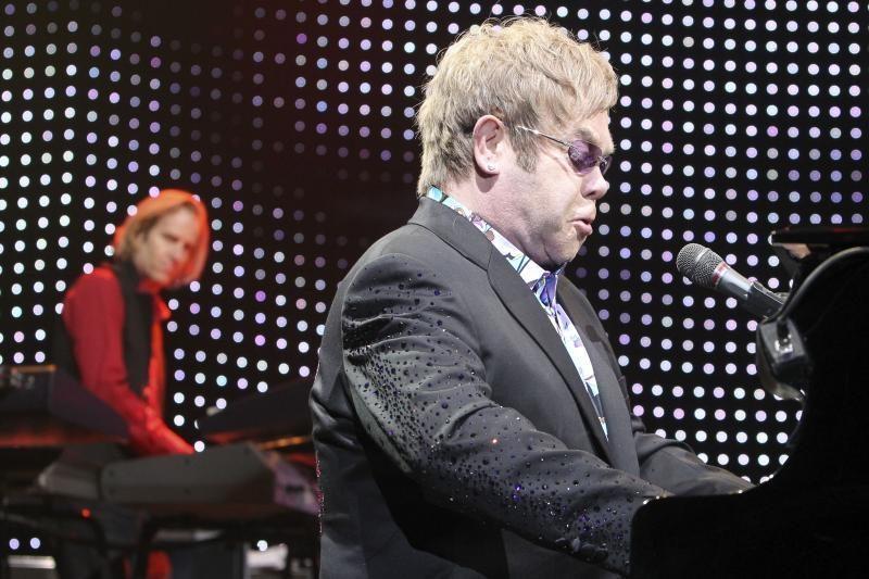 """Eltono Johno koncertas: nuo """"Estijos"""" iki akrobatikos"""