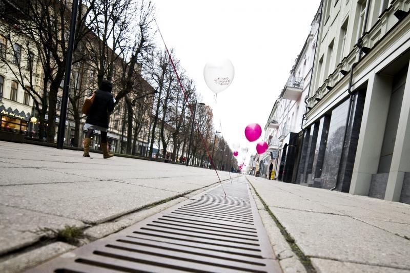 Jaunimas Laisvės alėją papuošė šimtais balionų
