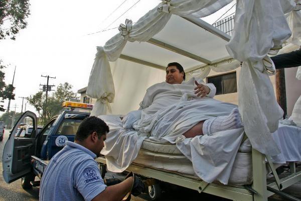 Storulį prie altoriaus nuvežė sunkvežimis