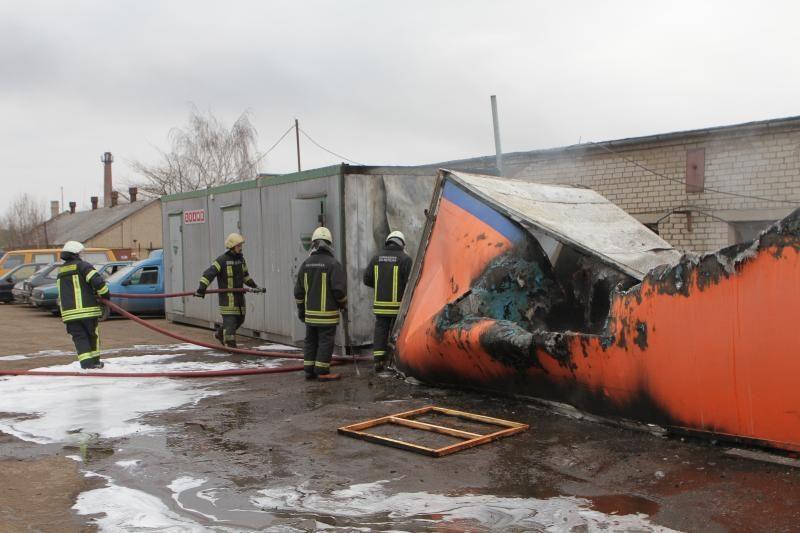 Klaipėdoje ketvirtadienį ugniagesiai skubėjo gesinti trijų gaisrų