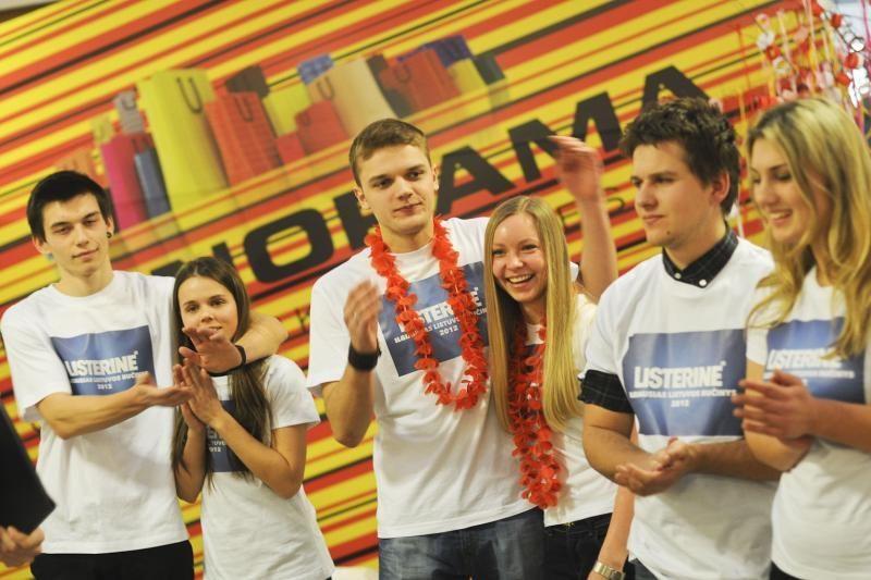 Vilniuje siekiama ilgiausio bučinio rekordo
