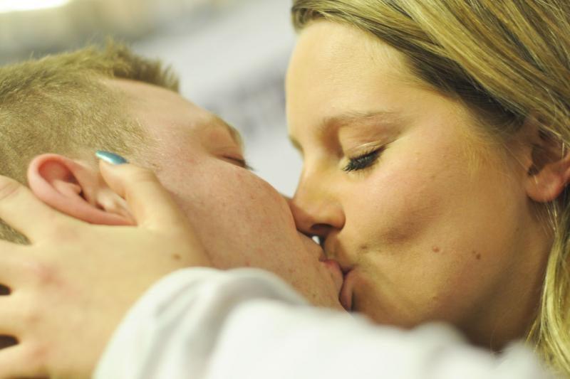 Ilgiausio bučinio konkursas: liko dvi porelės (atnaujinta)