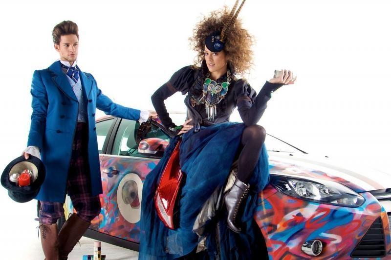 """Dizainerės sukūrė suknelę iš """"Ford Focus"""" detalių"""