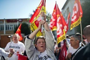 Prancūzijoje atsinaujino streikai dėl priimto pensijų reformos įstatymo