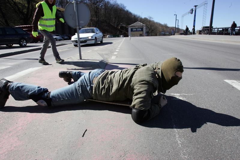 Už Lietuvos vienybę – šliaužte per Vytauto Didžiojo tiltą