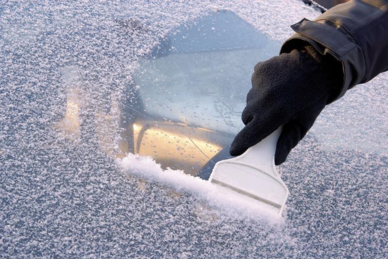 Sostinės gatves aptraukęs ledas sukėlė avarijų virtinę