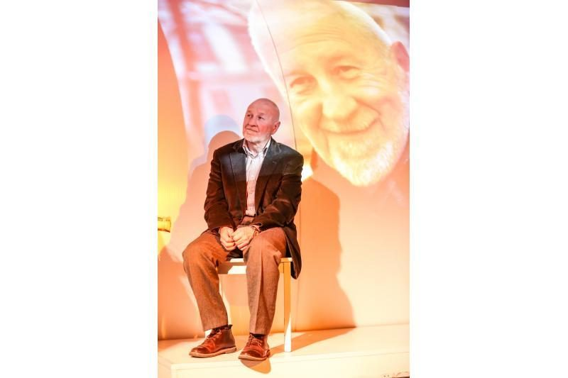 Įsimintiniausiam miesto menininkui D. Kajokui – dainos ir gėlės