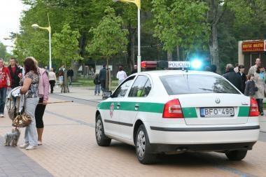 Girtas dviratininkas rėžėsi į policijos mašiną