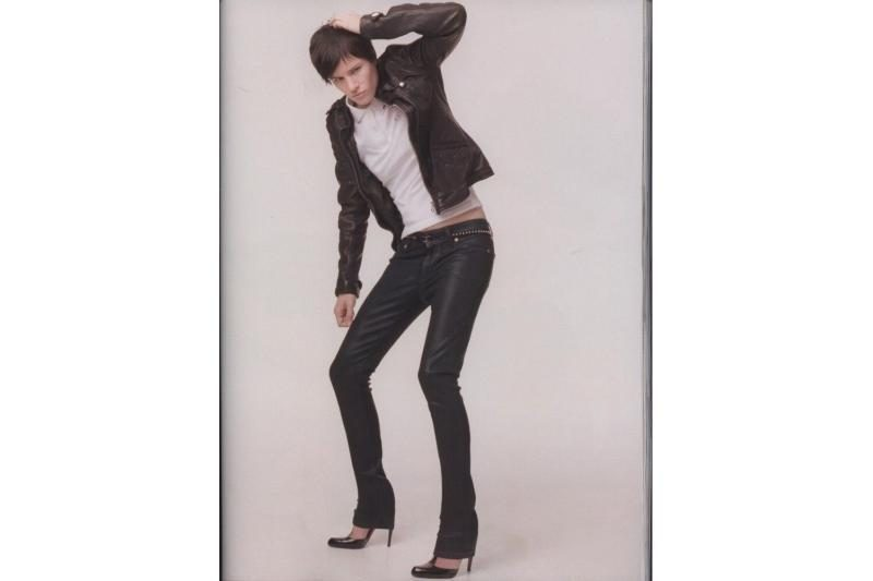 Ar leistumėte savo vyrui avėti 10 cm aukštakulnius batus?