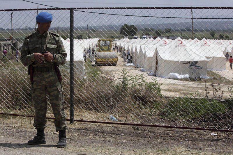 Sirijos tankai veržiasi į miestą prie Turkijos sienos
