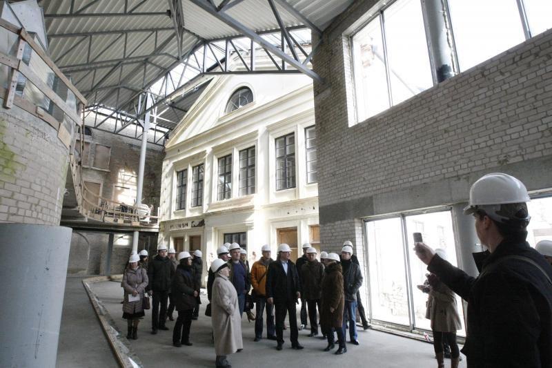 Klaipėdiečiai aktyviai rinkosi į statybos aikštele virtusį teatrą