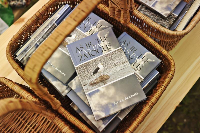 Jaunos autorės knygą pristatė romantiškoje aplinkoje