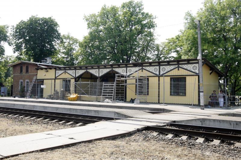 Atsinaujino  Girulių geležinkelio stotis