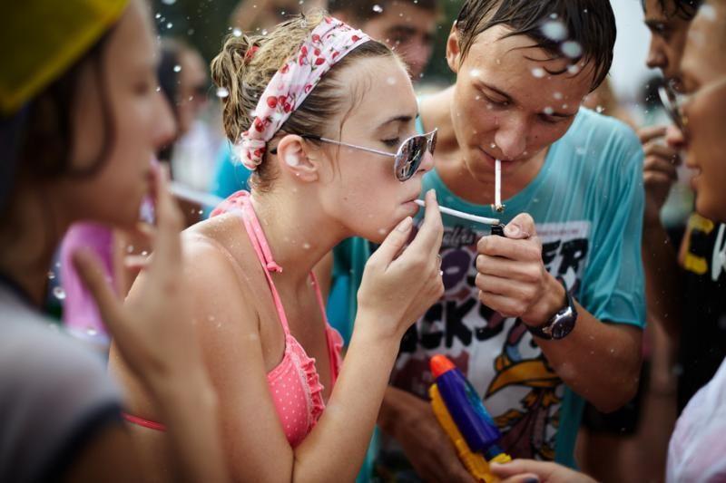 Savivaldybės negali drausti tik nepilnamečiams rūkyti viešose vietose