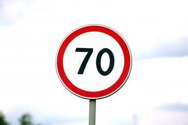 54 km/h viršijęs greitį vokietis policijai siūlė kyšį