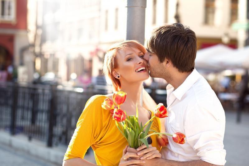 5 priežastys, kodėl neverta susitikinėti su jaunesniu vyru