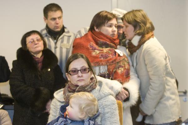 Tėvai su vaikiškais karsteliais susirinko prie prokuratūrų (papildyta)