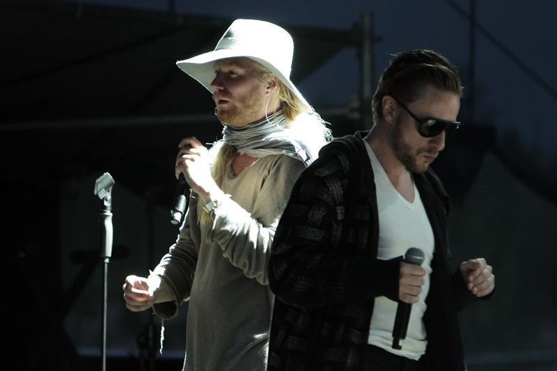 """Grupė """"Hurts"""" virpino festivalio dalyvių širdis"""