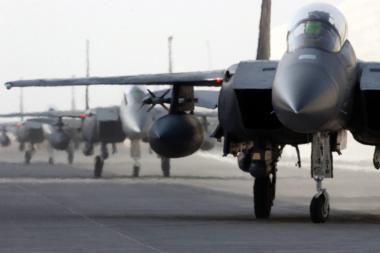 Afganistane sudužus JAV naikintuvui, žuvo abu pilotai