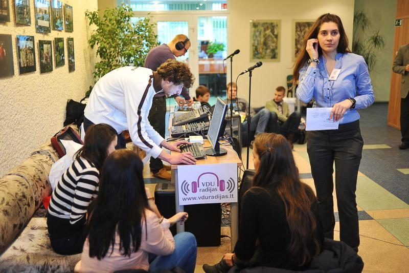 Mokiniai užtvindė Vytauto Didžiojo universitetą