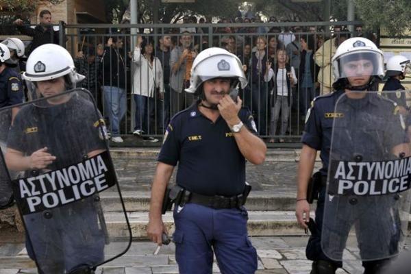 Akropolyje Graikijos riaušių policija vaikė protestuotojus
