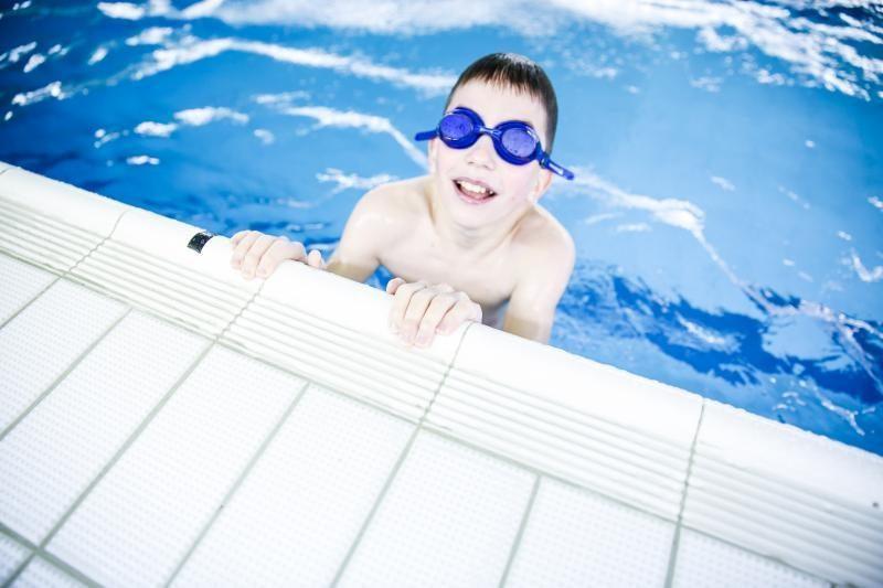 Našlaičiams – vertingos plaukimo pamokos
