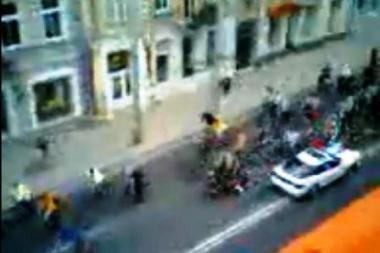 """Nustatytas įtariamasis, balandį įsirėžęs į """"kritinės masės"""" dviratininkus"""