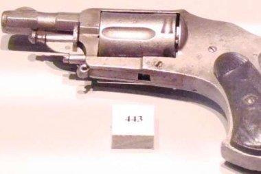 Garsaus gangsterio pistoletas parduotas aukcione