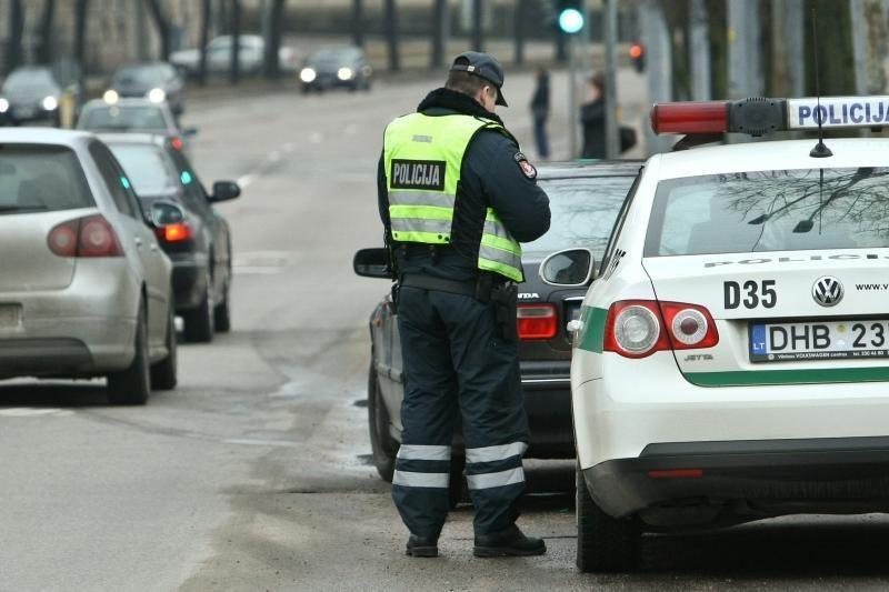 Policininkais apsimetę nusikaltėliai pagrobė automobilį