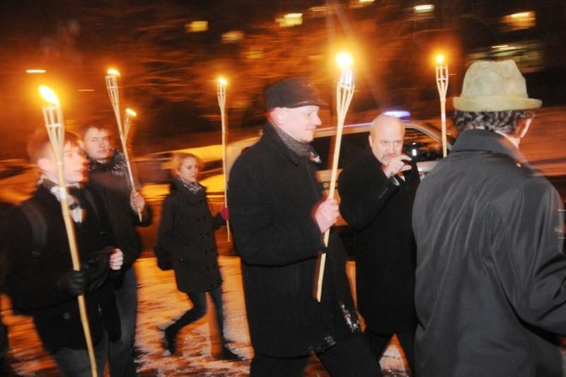 Kraštutiniai patriotai Sausio 13-ąją paminėjo eisena su deglais