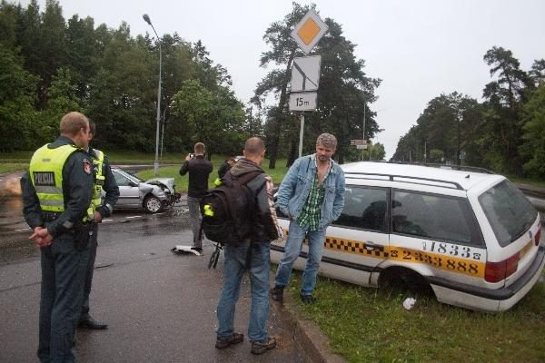 Vilniuje per avariją sunkiai nukentėjo taksi keleivė
