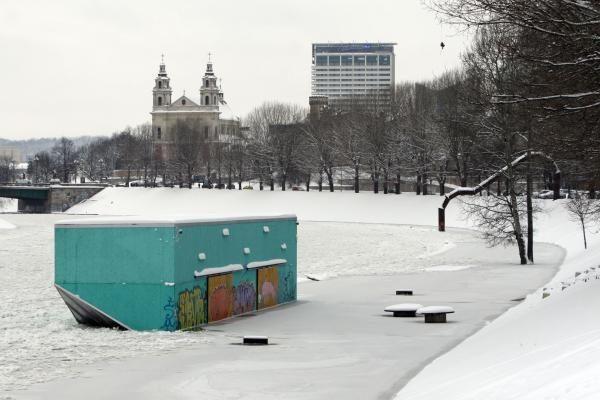 Neris Vilniuje pakilo 1,5 metro, ledai užklojo krantinę