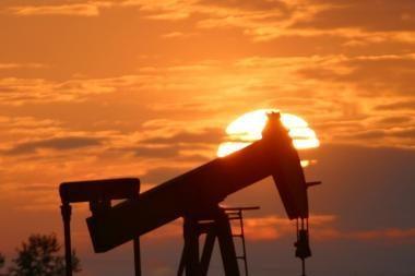 Naftos kainos užkopė aukščiausiai per 26 mėnesius