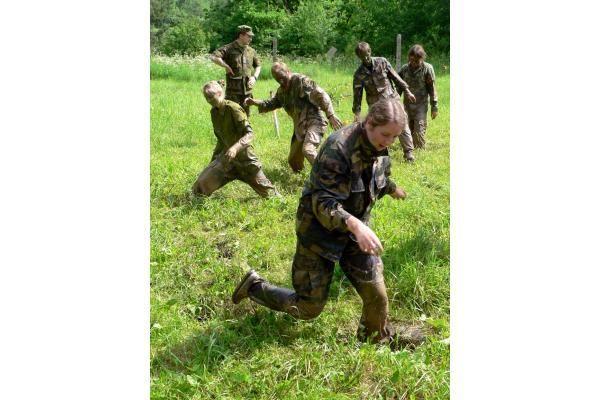 Klaipėdos jaunimas ragavo kariškių duonos