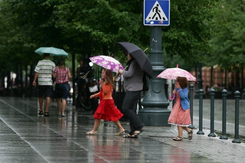 Karščiai savaitgalį nelepins, lietus pasitrauks tik trumpam