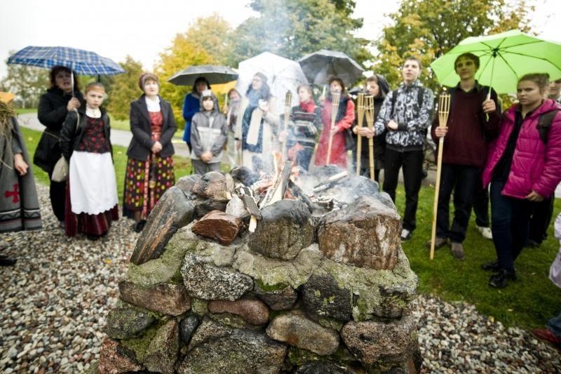 Festivalio pradžią paženklino lietus, ugnis ir aitvarai