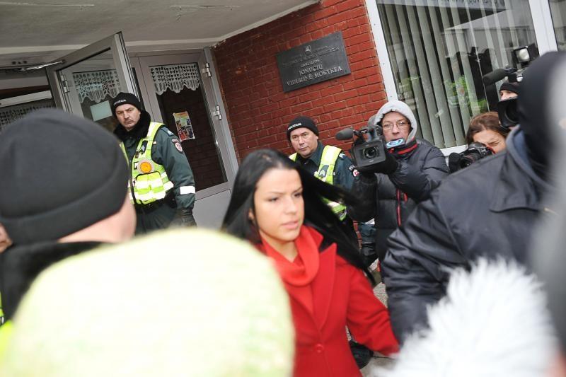 Teismo sprendimas neįvykdytas, mergaitė liko namuose (dar papildyta)