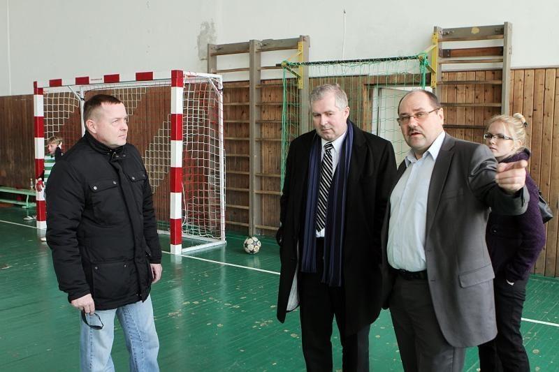 Klaipėdos futbolo mokyklą aplankė du seimūnai