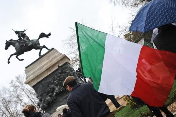 JAV elitinių pajėgų Somalyje išlaisvinti įkaitai jau Italijoje