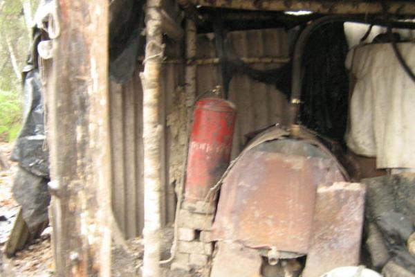 Šilutės r. demaskuotas naminės degtinės fabrikėlis