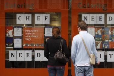 Nedarbas Estijoje toliau mažėja