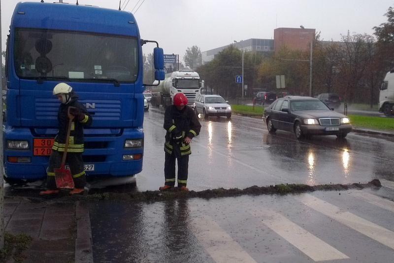 Savanorių prospekte Vilniuje išsiliejo dyzelinis kuras