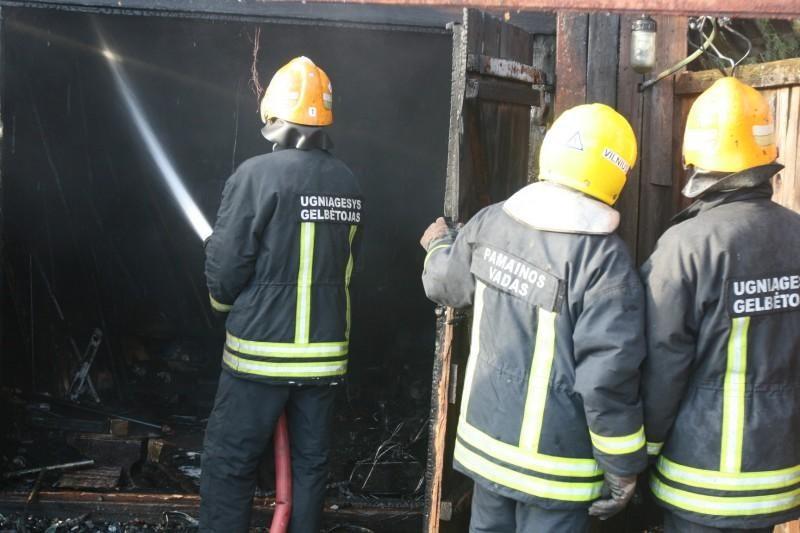 Per gaisrą sekmadienį Vilniuje žuvo žmogus