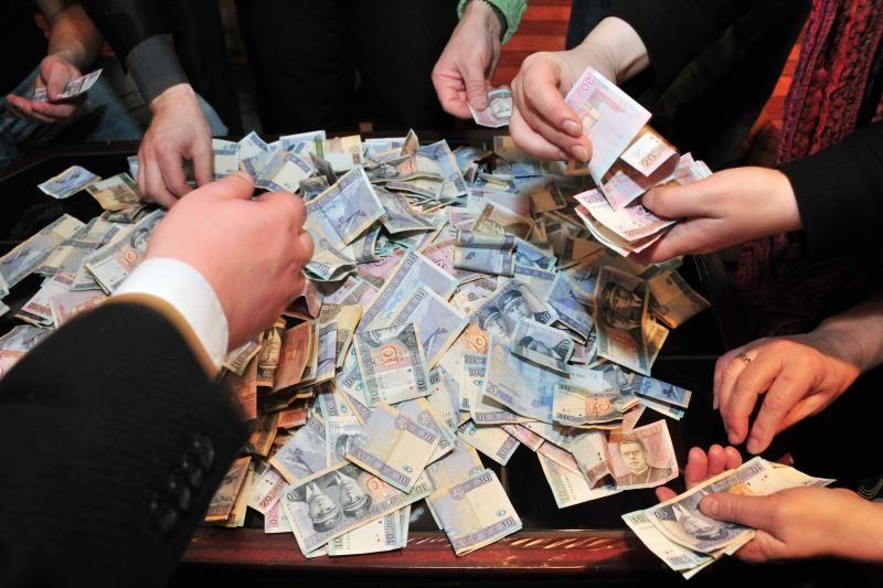 Neleistiną praturtėjimą įrodyti trukdo fiktyvūs skolos rašteliai